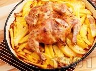 Варено сочно цяло пиле с картофи печено в тава под фолио на фурна